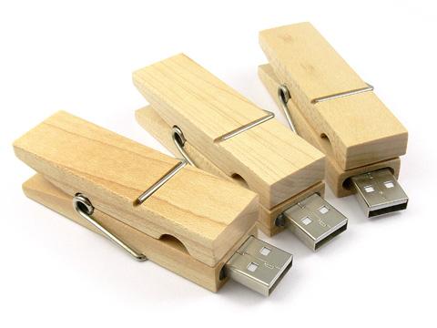 สั่งผลิต ขายส่ง Flash Drive รูปไม้หนีบผ้า ผลิตแฟลชไดร์ฟไม้ สลักโลโก้ ราคาโรงงาน