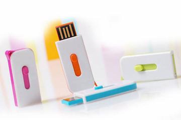 สั่งผลิต แฟลชไดร์ฟแบบบาง เคสพลาสติก โดดเด่นด้วยสีสัน ขนาดกะทัดรัด ราคาถูก