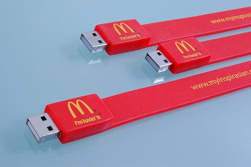สั่งทำ รับผลิตแฟลชไดร์ฟสายรัดข้อมือ สวยๆ สั่งทำ flash drive พร้อมสกรีน ราคาส่ง