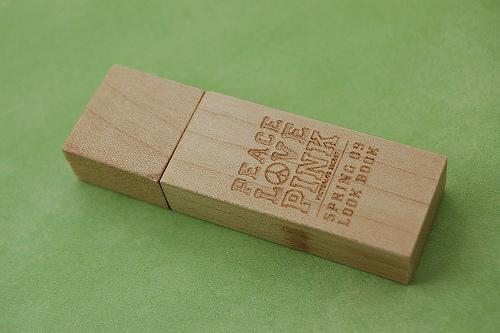 รับผลิต ขายส่ง พรีเมี่ยม แฟลชไดร์ฟ Flash Drive รับทำโลโก้ สลักข้อความ ราคาถูก