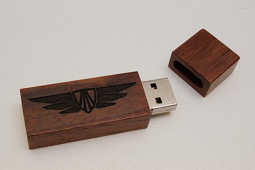 สั่งผลิต ขายส่ง พรีเมี่ยม แฟลชไดร์ฟ Flash Drive รับทำโลโก้ สลักข้อความ ราคาถูก