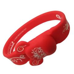 ขายส่ง bracelet flash drive และรับผลิต แฟลชไดร์ฟ ริสแบนด์ พร้อมสกรีน เท่ๆ