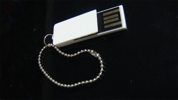 แฟลชไดร์ฟคลิปเสียบกระดาษ แฮนดี้ไดร์ฟพลาสติกสีขาว ทรัมไดร์ฟพวงกุญแจ