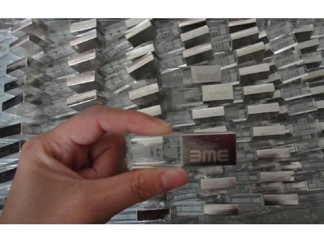 แฟลชไดร์ฟ คริสตัล ฝาขัดทราย สกรีนโลโก้ บริษัท BME ของแจก ราคาโรงงาน 1