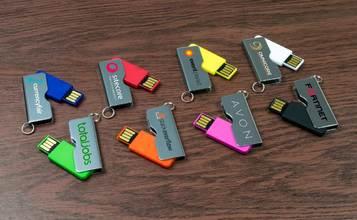สั่งทำ รับสกรีน แฟลชไดร์ฟราคาถูก สกรีนโลโก้ลง Flash Drive ติดโลโก้ พิมพ์ชื่อ