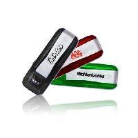 flash drive แฟลชไดร์ฟพลาสติก สั่งทำทรัมไดร์ฟ ราคาถูก พร้อมสกรีนโลโก้