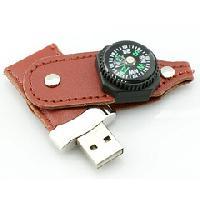 รับผลิต รับผลิตแฟลชไดร์ฟพวงกุญแจหนังราคาส่ง ล็อคด้วยกระดุมติด มาพร้อมเข็มทิศ
