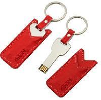 แฟลชไดร์ฟพวงกุญแจโลหะซองหนังสีแดง ซองหนังติดโลโก้ สวยๆ ตามแบบ