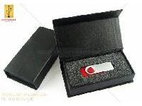กล่องกระดาษสีดำ ฝาแถบแม่เหล็ก ขนาดเล็ก 85*58*26 mm