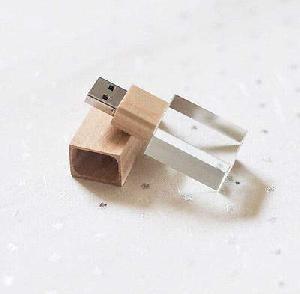 รับผลิต ขายส่งแฟลชไดร์ฟคริสตัล สั่งทำ Crystal USB แกะสลัก ชื่อบริษัท เอซอฟท์วัน