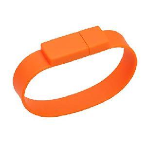 สั่งทำ thumb drive สลักชื่อ Yengo รับผลิต แฟลชไดร์ฟ สายรัดข้อมือ ราคาโรงงาน