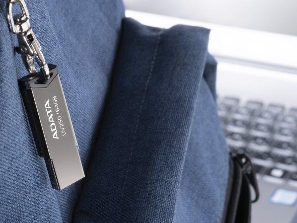รับผลิต UV250 แฟลชไดร์ฟ เคสโลหะมันวาว มาพร้อมรูสำหรับสายคล้องหรือพวงกุญแจ